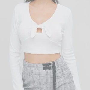 Long-Sleeved Knotted Crop T-shirt (Milk White)